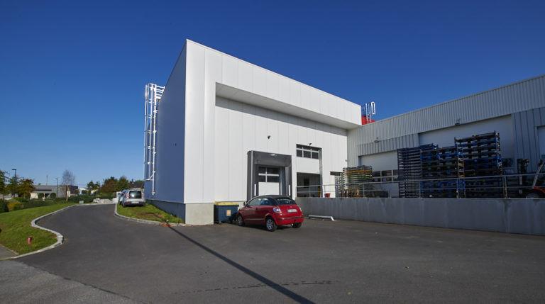 vue exterieure autopuzz queven batiment activites archi factory