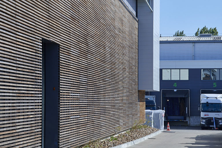 bardage bois et entree pl cadiou industrie agence archi factory