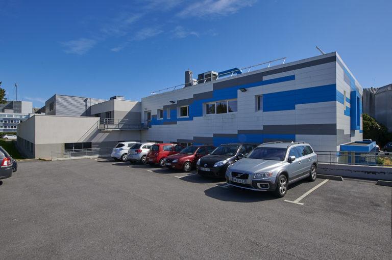 vue exterieure parking arriere laboratoire cytologie quimper archi factory
