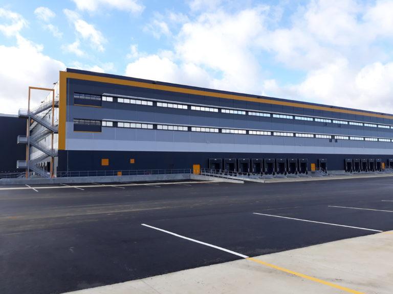 vue exterieure plateforme logistique vituo agence archi factory